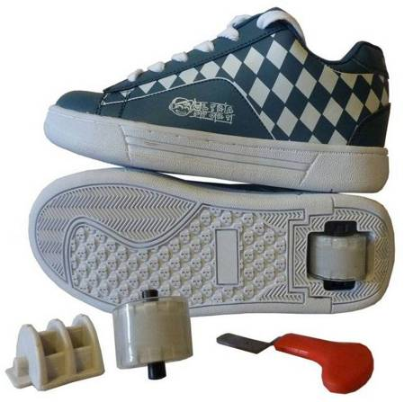 кроссовки на со знаком мерседес