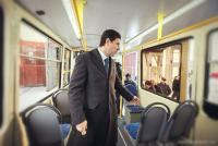 Юревич в трамвае с монитором.jpg